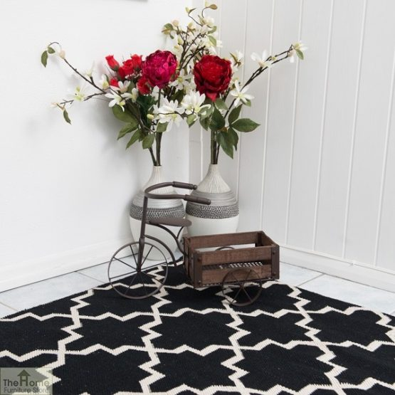 Black White Reversible Patterned Rug_4
